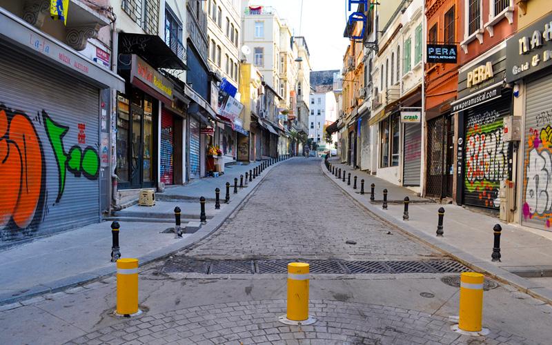 İstanbul Sokaklarından Bir Kesit - Dikey Mimari